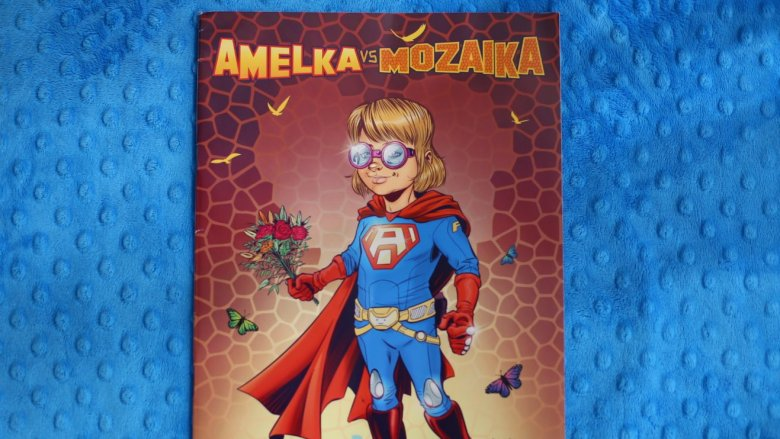 """""""Amelka vs. Mozaika"""" to komiks stworzony przez grupę artystów wspierających Amelkę w walce z chorobą (fot. Ewelina Zielińska)"""