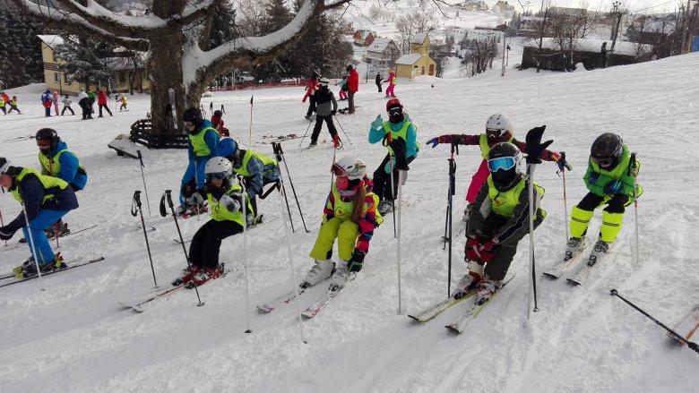 """W Sport Dolinie działa szkółka narciarsko-snowboardowa """"RUSZ TYŁEK"""", w które szkolić mogą się dzieci, młodzież i rodzice (fot. mat. organizatora)"""
