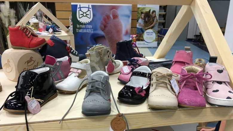 Wśród produktów znalazły się wygodne buciki dziecięce marki Emel (fot. mat. SilesiaDzieci.pl)