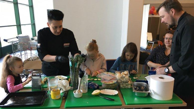 Na stanowisku Centrum Kulinarnego powstało wiele pysznych dań (fot. mat. SilesiaDzieci.pl)