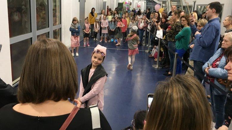 Małe modelki z Uniwersytetu Śląskiego Dzieci zachwyciły profesjonalizmem (fot. mat. SilesiaDzieci.pl)