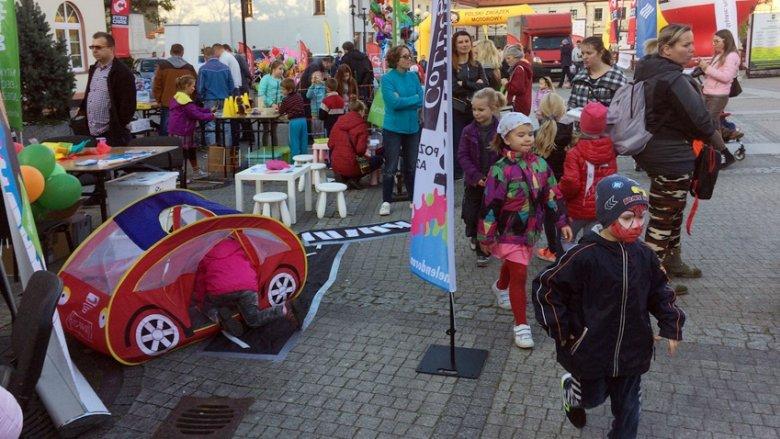 Atrakcje przygotowane przez SilesiaDzieci.pl przyciągnęły na rajd wiele dzieci (fot. mat. SilesiaDzieci.pl)