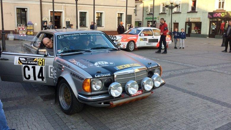 Samochody rajdowe wzbudzały niemałe zainteresowanie (fot. mat. SilesiaDzieci.pl)