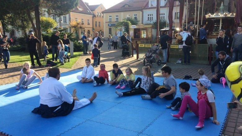 Po pokazie aikido przyszedł czas na warsztaty z mistrzem (fot. mat. SilesiaDzieci.pl)