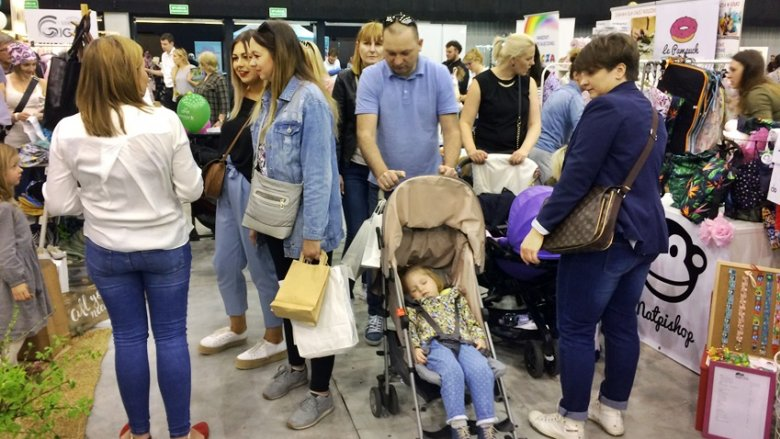 Wiele rodzin spotkało się na targach SILESIA BAZAAR Kids vol. 6 (fot. SilesiaDzieci.pl)