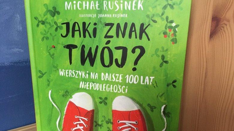 """Zbiór wierszy """"Jaki znak Twój?"""" otrzymał tytuł Książki Roku 2018 Polskiej Sekcji IBBY w kategorii literackiej (fot. Ewelina Zielińska/SilesiaDzieci.pl)"""