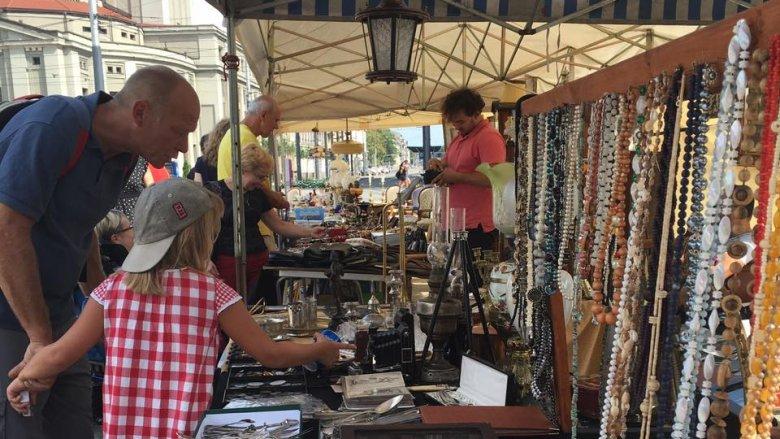 Na stoiskach znajdziemy starą biżuterię (fot. mat. Fb organizatora)