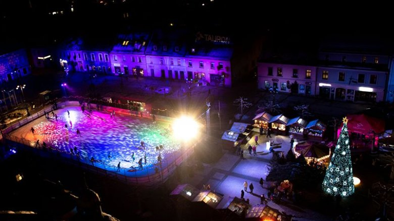 Nie zabraknie świątecznych iluminacji oraz lodowiska (fot. archiwum Fb Pszczyński Jarmark Świąteczny)