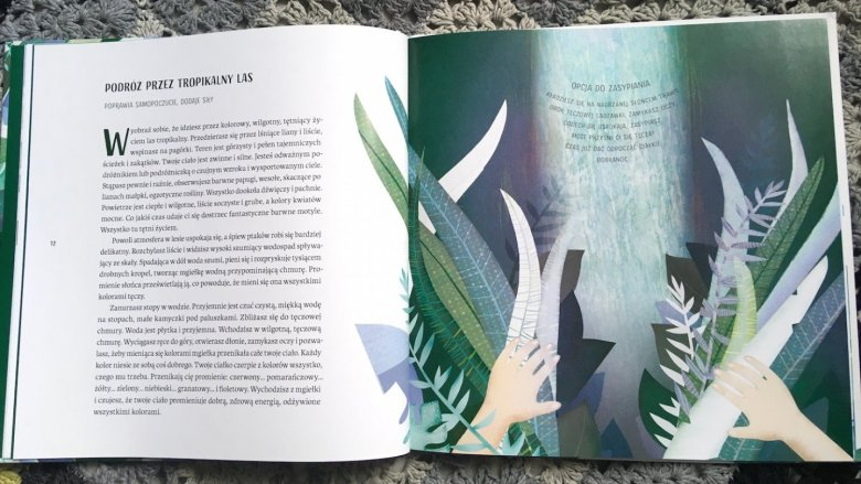 Książka zaprowadzą nas do tropikalnego lasu, pozwala polatać na chmurce czy wyruszyć w kosmos (fot. Ewelina Zielińska/SilesiaDzieci.pl)