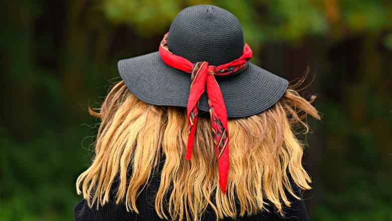 Słomkowe kapelusze i letnie koszulki będzie można zaprojektować i wykonać na warsztatach w Auchan (fot. pixabay)