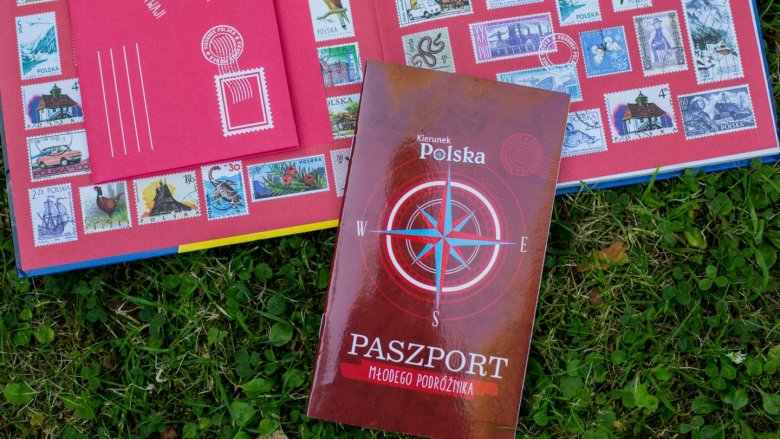 Załączony do niego paszport zachęci do zbierania pieczątek, biletów i pamiątek z podróży (fot. Ewelina Zielińska)
