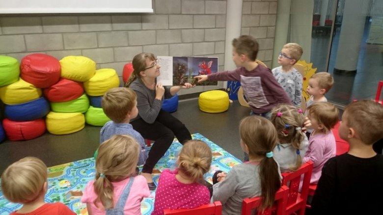 Miejska Biblioteka w Tychach przygotowała dla dzieci szereg ciekawych wakacyjnych warsztatów (fot. mat. organizatora)