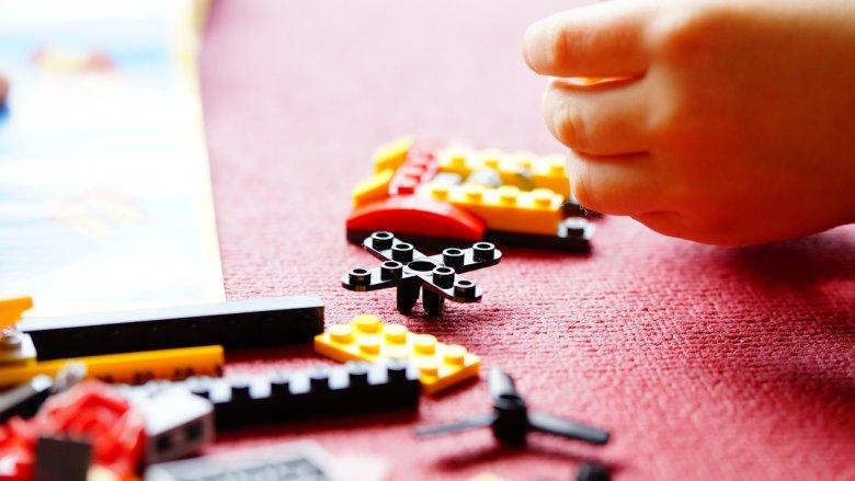 Na zajęciach w BeCeKu dzieci m.in. zaprojektują, zbudują i zaprogramują roboty z klocków LEGO (fot. pixabay)