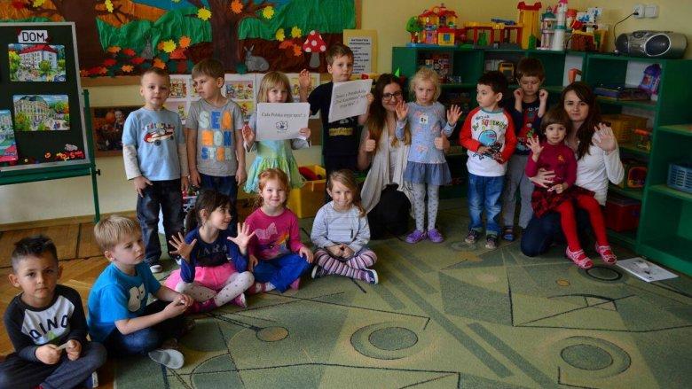 Studenci spotykają się na zajęciach z dziećmi w przedszkolach i szkołach (fot. mat. CPMR)
