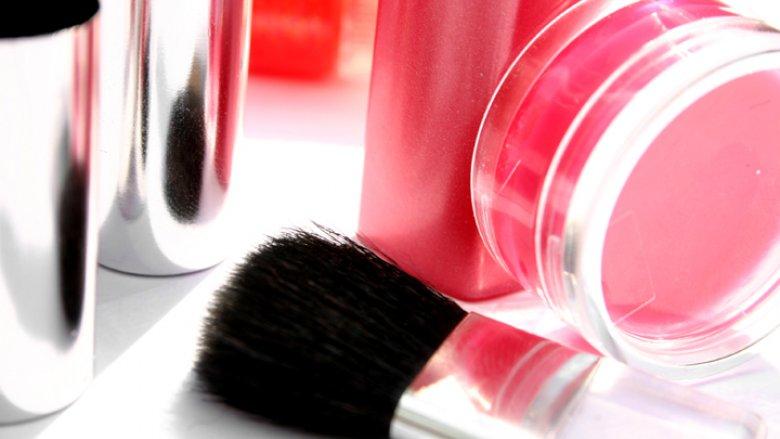 Efektowny makijaż możemy zrobić same (fot. sxc.hu)