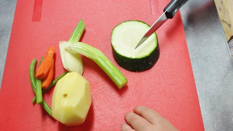 W Cynamon Sztuka Gotowania dzieci mogą wziąć udział w warsztatach kulinarnych (fot. Cynamon Sztuka Gotowania)