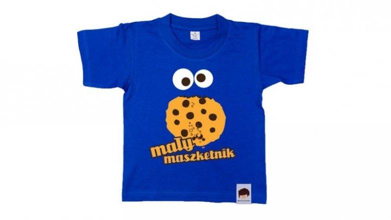 """Nagrodą w konkursie jest też T-shirt z hasłem """"Mały maszketnik"""" rozm. 1-2 latka (fot. Qdizajn)"""