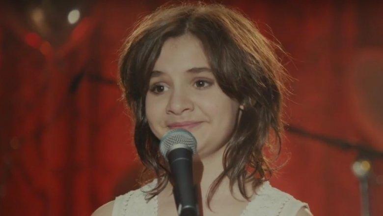 """Bohaterką filmu jest Aurora - 13-latka, której pasją jest muzyka (fot. kadr zwiastun filmu """"Miss Imposible""""/YouTube)"""