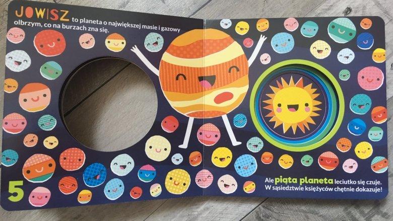 """""""Osiem małych planet"""" to książka autora serii Uniwersytet Malucha (fot. Ewelina Zielińska/SilesiaDzieci.pl)"""