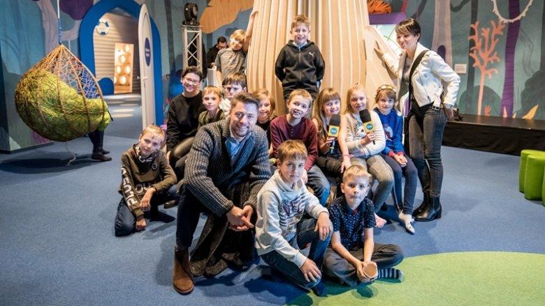 3 grudnia przedstawiciele redakcji SilesiaDzieci.pl, razem z uczniami z S.P. 9 w Tychach oraz ekipą DD TVN zwiedzali Bajkę Pana Kleksa (fot. Kamil Szmurło)