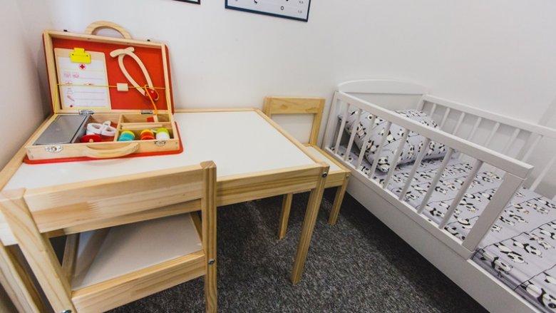 W sali zabaw Drewniany Konik przestrzenie są przyjazne dla dziecka, zbliżone do tych w domu (fot. mat. bawialni)