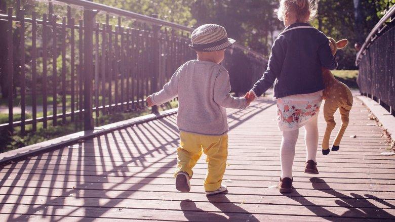 Dzień Dziecka w stylu lat 70. to frajda i dla dzieci, i dla rodziców. (fot. pixabay)