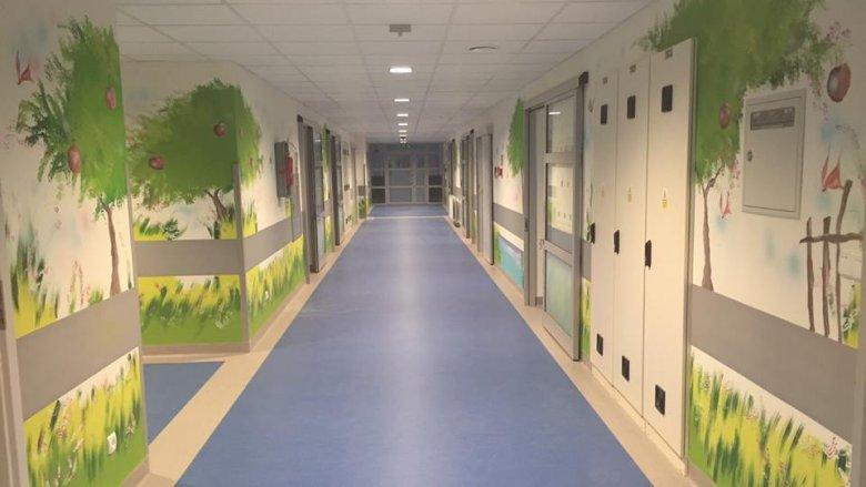 Ściany nowego oddziału pomalował bytomski malarz Maciej Kot (fot. mat. prasowe)