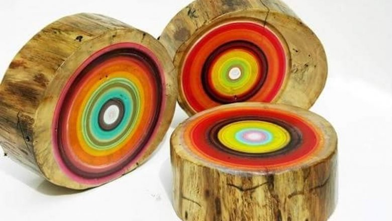 Dzieciaki stworzą też kolorowe pieńki pod okiem artystów (fot. mat. organizatora)