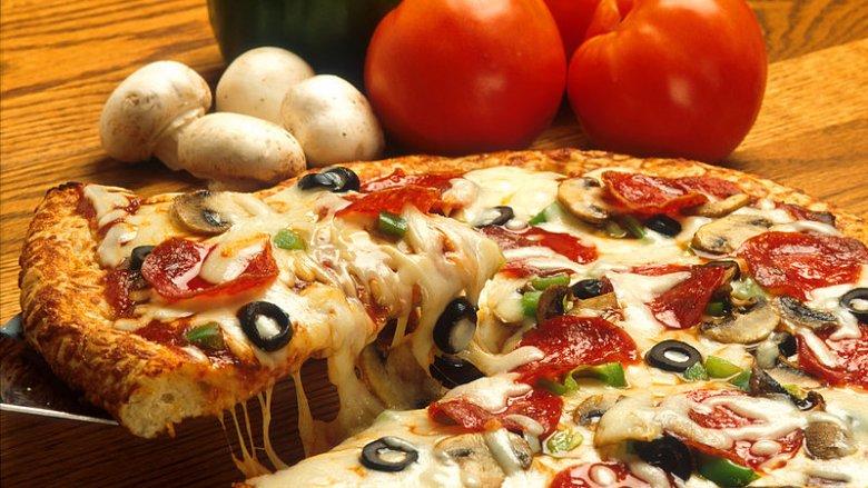 Pizza Supreme (fot. Scott Bauer/Wikipedia)