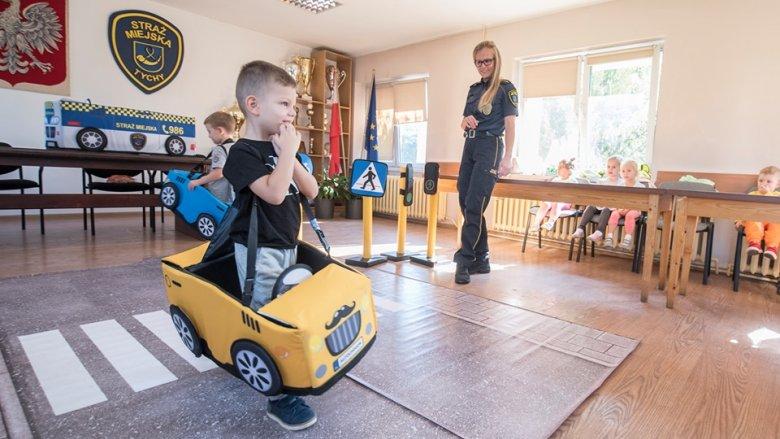 Zasady ruchu drogowego przedstawione w takiej formie, z pewnością zapadną w pamięć młodym kursantom (fot. mat. organizatora)