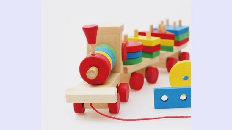 Drewniane zabawki cechuje prostosta, co wpływa na rozwój kreatywności u dzieci (fot. mat. żłobka)