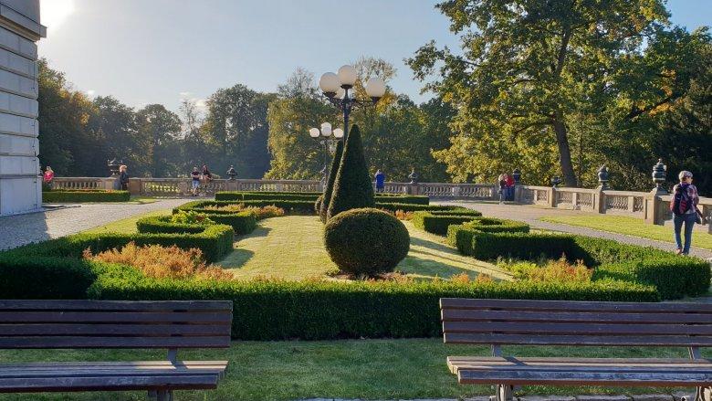 Bogata roślinność, alejki, skwery i stawy zachęcają do spacerów (fot. Katarzyna Esnekier/SilesiaDzieci.pl)