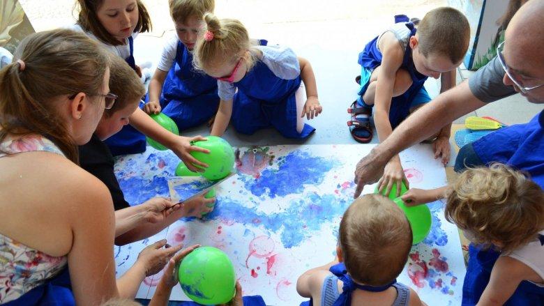 Podczas zajęć dzieci wraz z rodzicami stworzą morski krajobraz (fot. mat. organizatora)