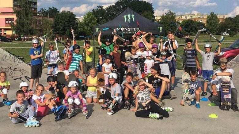 W lipcu  w każdą środę w godz. 16-19 w skateparku w Dolinie Jaworkowej będą odbywać się zajęcia jazdy na rolkach, desce i hulajnodze (fot. mat. MOSIR Tychy)
