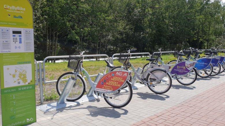 W Katowicach znajduje się 50 miejskich stacji rowerowych (fot. Katarzyna Esnekier/SilesiaDzieci.pl)