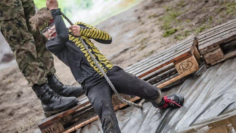 Młodzi sportowcy do pokonania będą mieli m.in. przeszkody w błocie (fot. mat. organizatora)