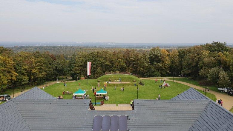 Śląski Ogród Botaniczny w Mikołowie to rozległy teren, na którym znajdują się unikatowe rośliny, alejki, restauracja i plac zabaw (fot. Katarzyna Esnekier/SilesiaDzieci.pl)