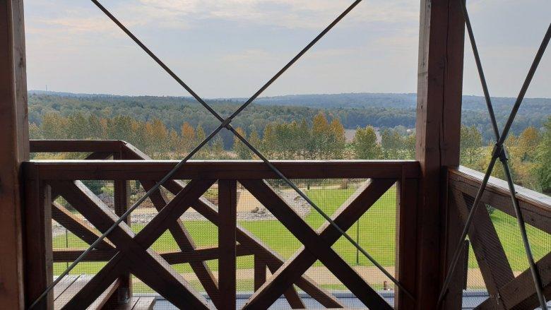Z tarasu widokowego, znajdującego się w Śląskim Ogrodzie Botanicznym, rozciąga się piękny widok (fot. Katarzyna Esnekier/SilesiaDzieci.pl)