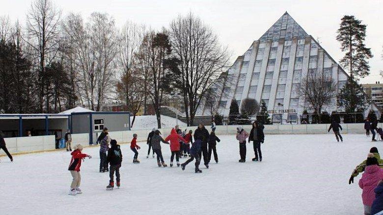 W Paprocanach ruszyła sezonowa ślizgawka (fot. mat. UM Tychy)