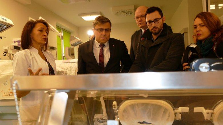 Przekazanie sprzętu dla Szpitala Specjalistycznego nr 2 w Bytomiu (fot. mat. Śląskiego Urzędu Wojewódzkiego)