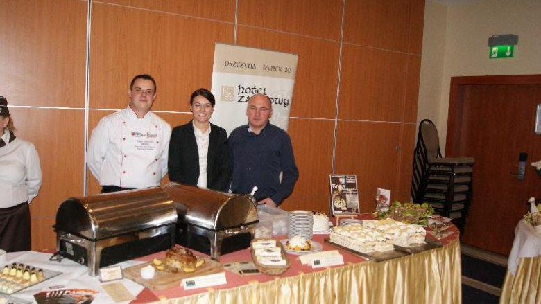 """Prezentacja jednej z restauracji podczas inauguracji Szlaku Kulinarnego """"Śląskie Smaki"""" 23 października 2012 r."""