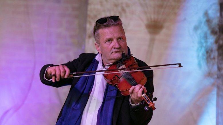 O polonezie opowie i zagra Witek Broda (fot. mat. organizatora)