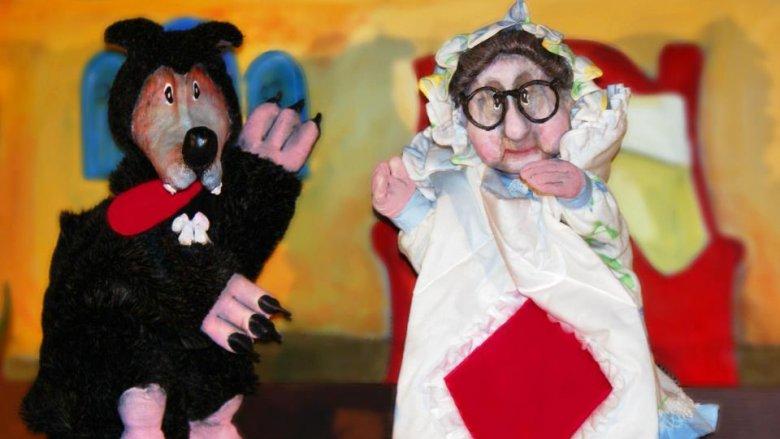 """5 lipca będzie można zobaczyć familijny spektakl """"Zaczarowany kapturek"""" (fot. mat. Fb Teatr Falkoshow)"""