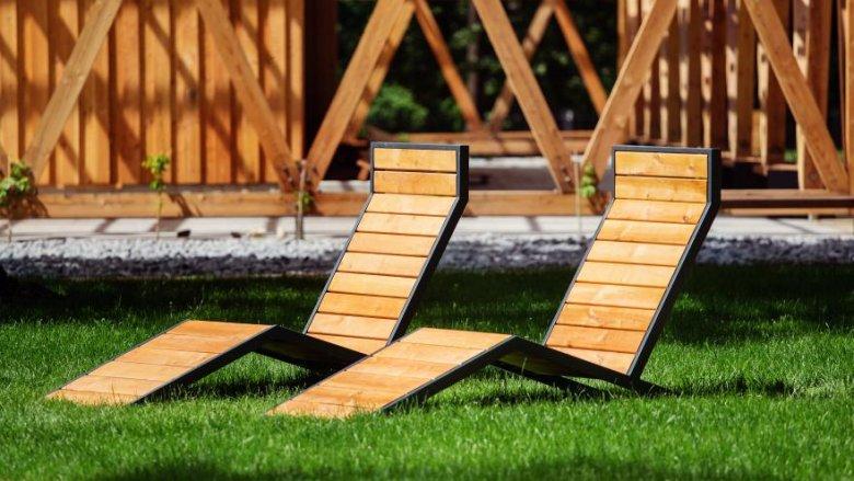 Zrelaksować można się na drewnianych leżakach (fot. mat. UM Gliwice)