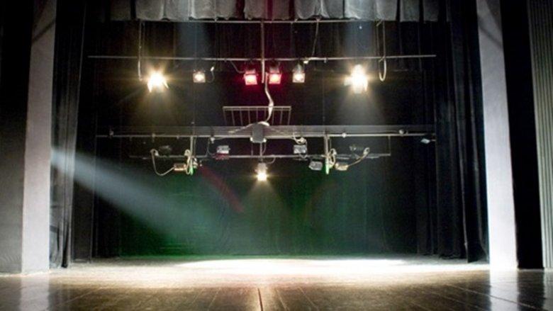 Podczas wycieczki dzieci zwiedzą Teatr Mały od kulis (fot. mat. organizatora)