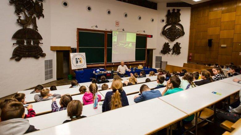 Wykład jest bezpłatny i odbędzie się w auli Instytutu Matematyki UŚ (fot. mat. Fb UŚ Dzieci)