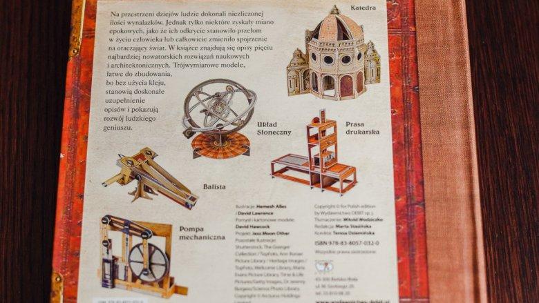 Na tylnej okładce możemy zobaczyć modele po złożeniu (fot. Ewelina Zielińska)