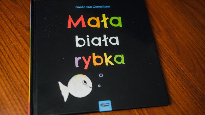 """""""Mała biała rybka"""" to książka dla najmłodszych od wydawnictwa Mamania (fot. Ewelina Zielińska)"""