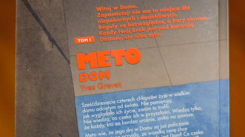 """""""Dom"""" to pierwszy tom dynamicznej i trzymającej w napięciu trylogii dla nastolatków pt. """"Meto"""" (fot. Ewelina Zielińska)"""
