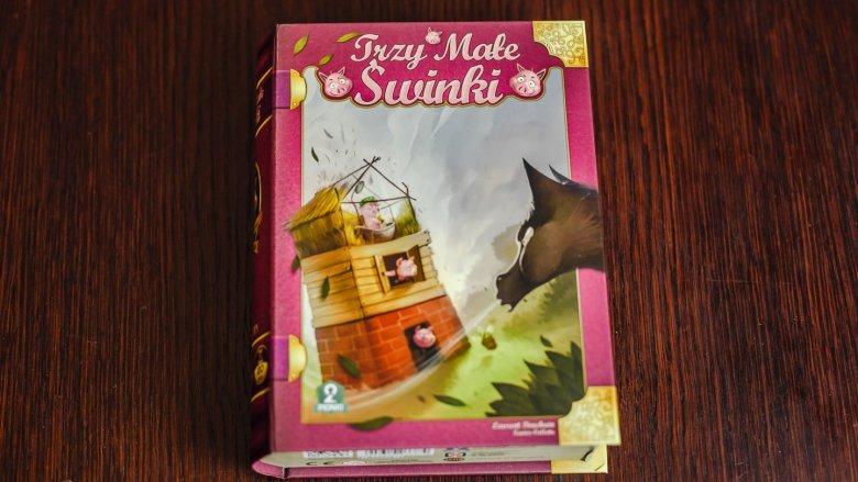 """Pomysłowe opakowanie """"Trzech małych świnek"""" skrywa prostą i wciągającą grę rodzinną (fot. Ewelina Zielińska)"""
